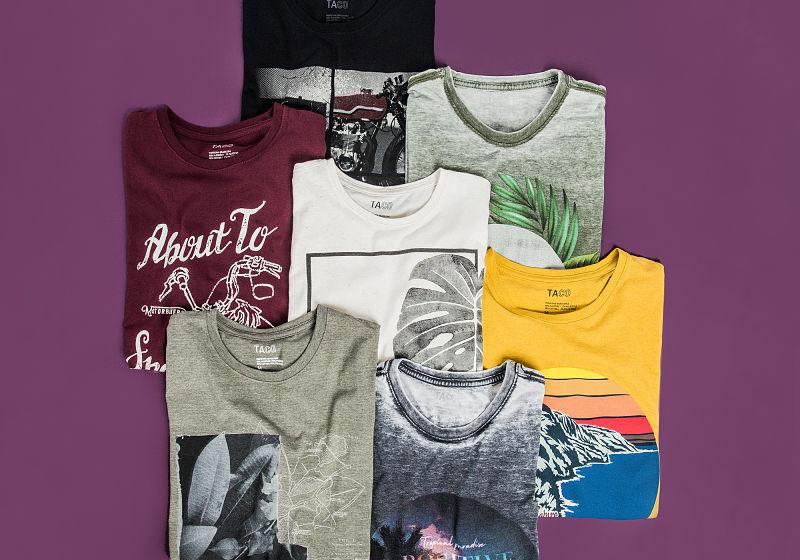 sete t-shirts estampadas dobradas