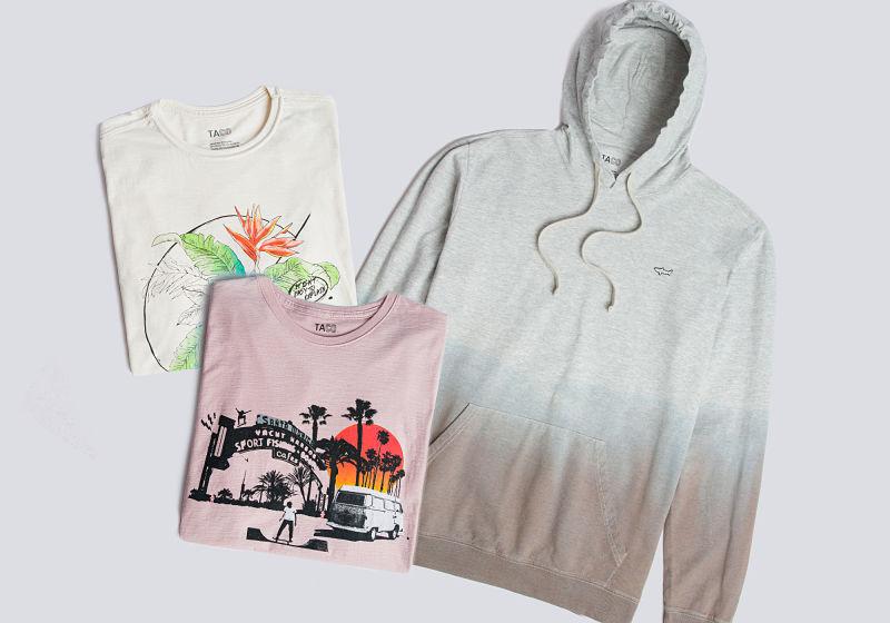 casaco de moletom tie dye e t-shirt estampada rosa t-shirt estampada off white