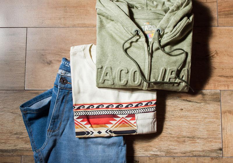 moletom verde militar t-shirt estampada calça jeans clara