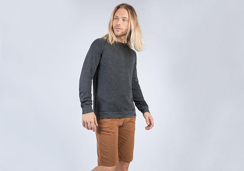 suéter cinza bermuda cargo marrom