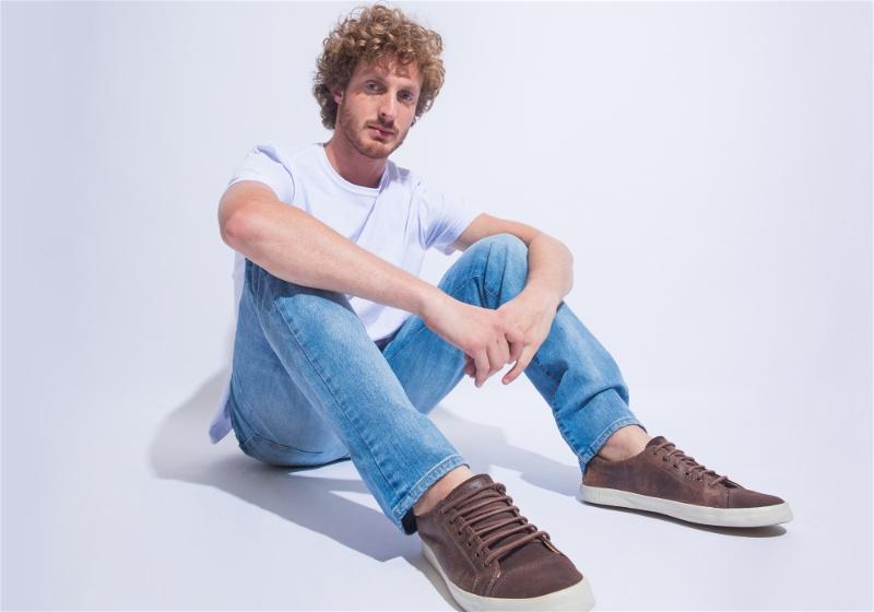 calça jeans com sapato